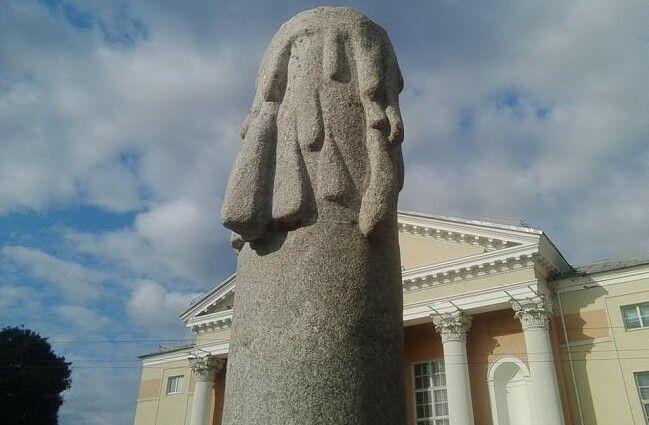 У мерії міркують, як бути далі: переробляти монумент чи зносити?