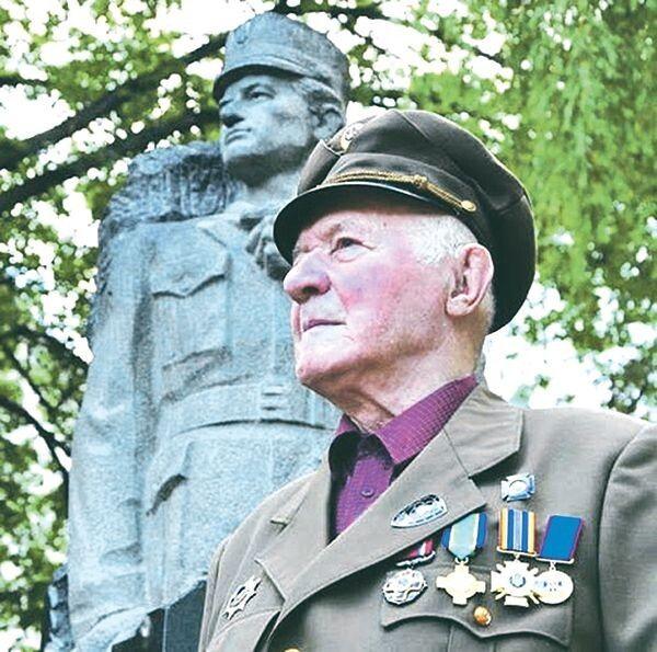 Легендарному повстанцю за життя спорудили пам'ятник.