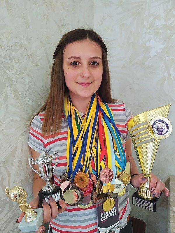 «Я записалась на футбольний гурток, і ми разом із двоюрідною сестрою виступали за дитячу команду Маневичів, об'їздили  майже всю Україну», — згадує Іванна.