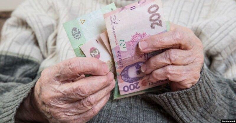 Складний вибір: або зарплата у конверті, або пенсія у 60 років.