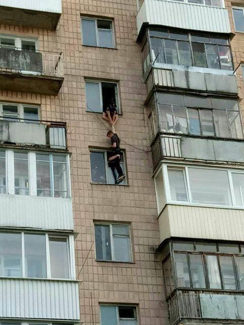 Цією світлиною, що облетіла всі українські ЗМІ, із Сергієм поділився школяр, який став очевидцем події.
