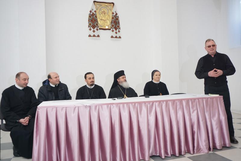 Прес-конференція відбулася у новозбудованому пасторальному центрі  монастиря отців-василіян. Ведучий - відомий волинський історик Сергій Годлевський (справа), греко-католик за віросповіданням.