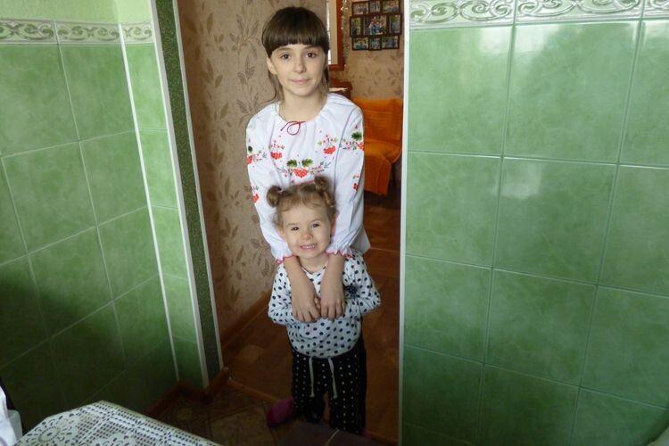 Середня донька  Аня і наймолодша Надійка.