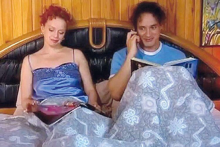 З актором Дмитром Лалєнковим (виконавець ролі Роми із серіалу «Леся+Рома») жінка була нерозлучною майже чотири роки. Але навіть попри постільні сцени, стосунки між ними залишилися дружніми.
