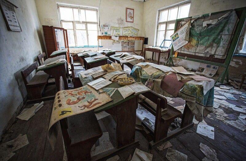 Одна з покинутих шкіл зони