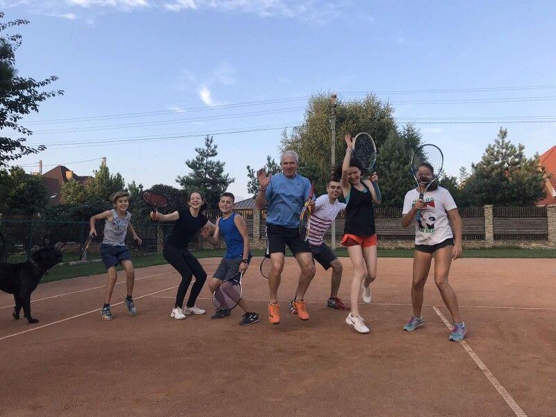 Рухатися, грати, досягати — це не тільки про спорт. На тенісному корті формується і тіло, і характер.