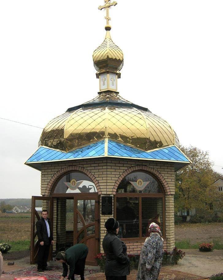 Укапличці на почесному місці викарбувана на граніті молитва за українське воїнство.