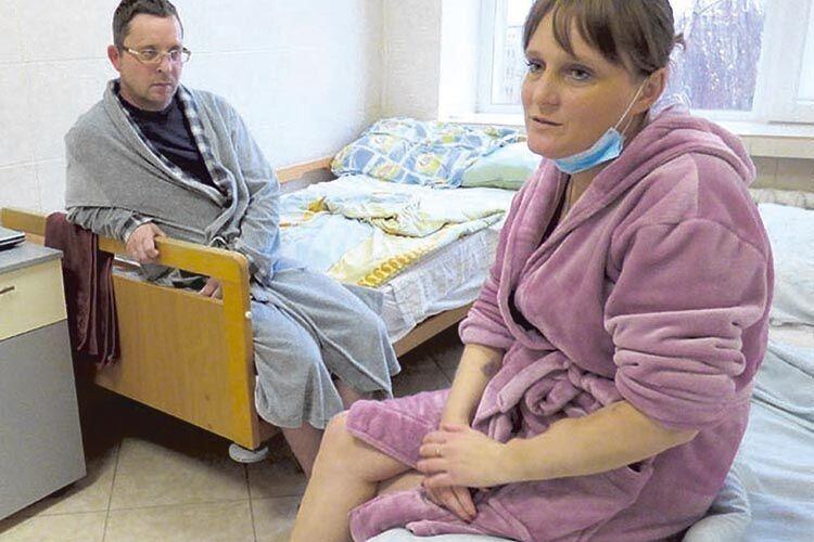 У лікарняній палаті Віталій ні на крок не відходив від дружини, а вдома тата й маму чекали донечка Каріна і син Богдан.