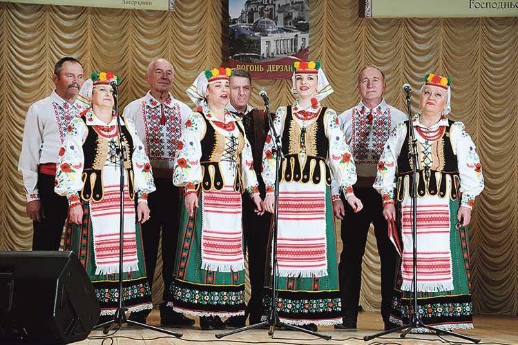 Ансамбль «Поліський дивоцвіт» зворушив глядачів гарною піснею.