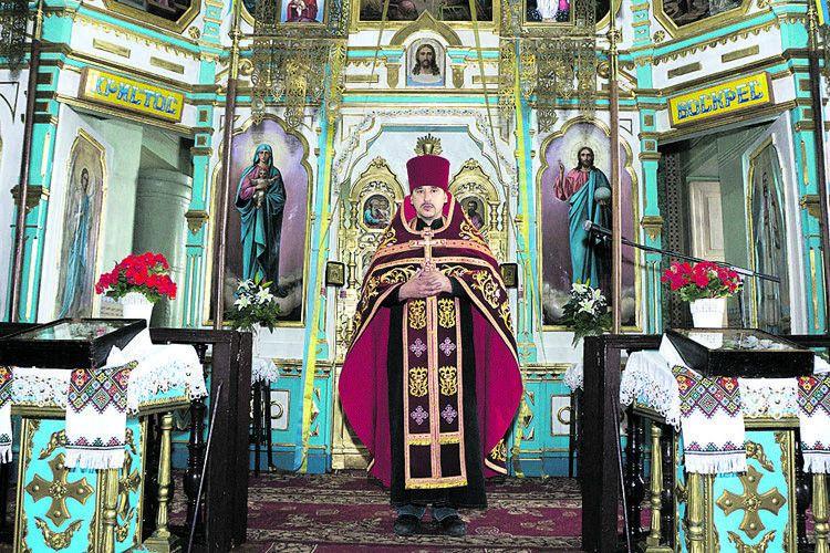 Отець Валерій — настоятель старовинної церкви.