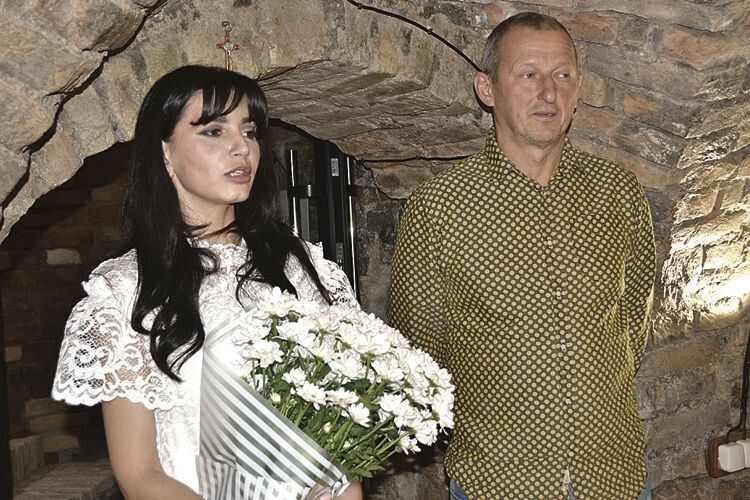 Творчість Едуарда Бєльського (ліворуч) у Луцьку презентувала засновниця галереї OBRAZ&GRABOVETSKA Наталя Грабовецька.