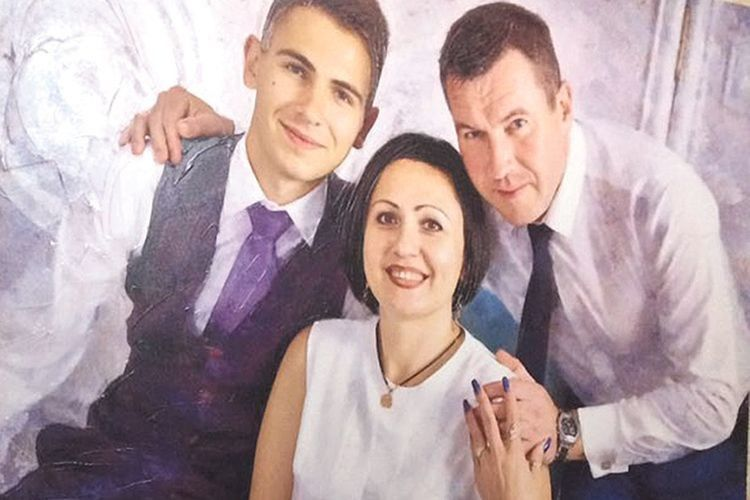 Коли народився Богданко, Олександр носив Олену на руках.  Тепер сина та дружину він обійматиме з небес…