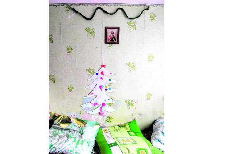 Цю ялиночку створили діти, для яких центр став тимчасовою домівкою уноворічні свята.