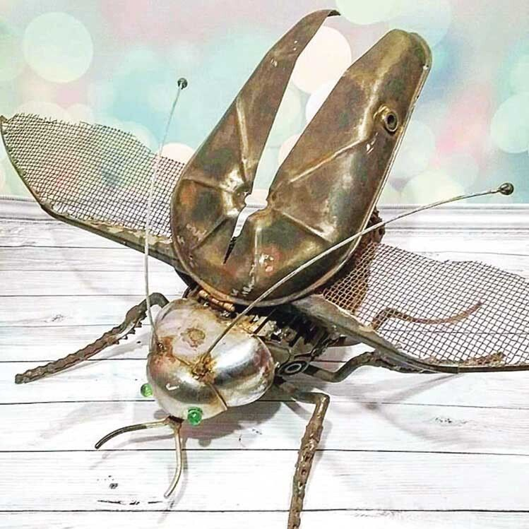 Металевий диво-жук ось-ось полетить.