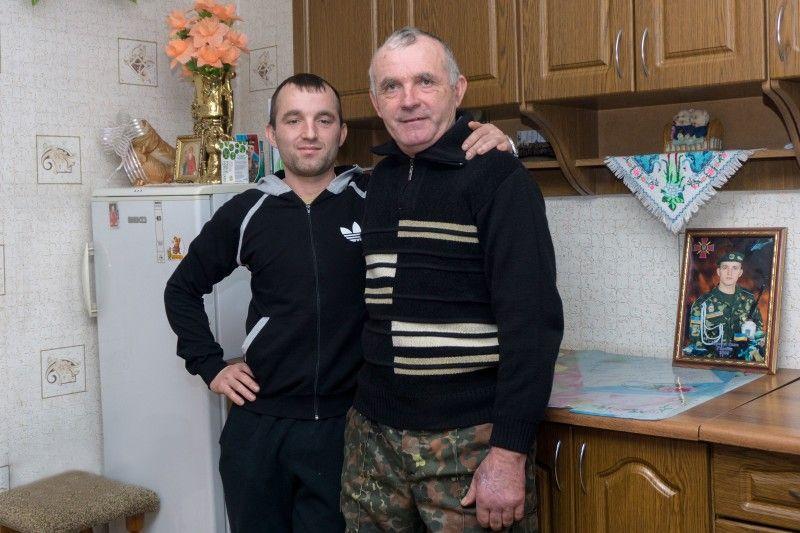 Анатолій Кривальчук воював в Афганістані, а його син захищав цілісність України в зоні АТО.