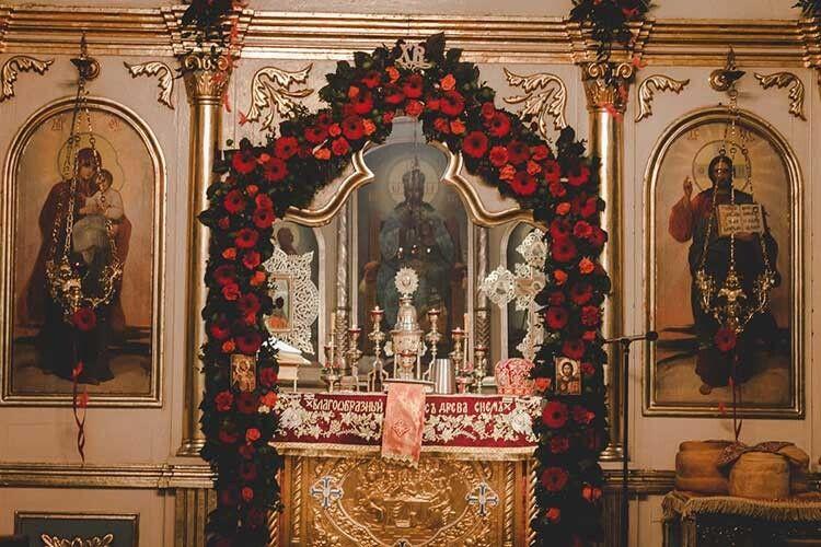Квіткові композиції пані Наталії —нагадування про красу Царства Небесного.