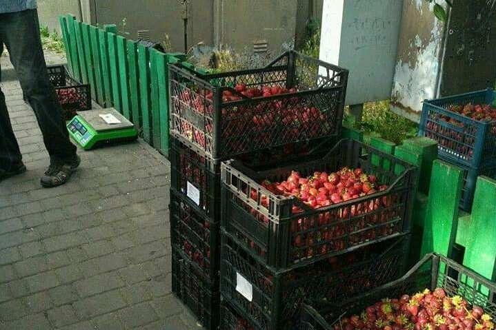 Та й дозволів на торгівлю продавці полуниць не мали.