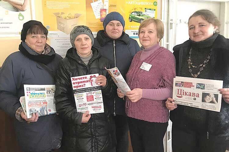Валентина Юхно (крайня справа) ентузіазм іенергію дороботи черпає вколі колег—  Тамари Панасюк, Світлани Брик, Любові Літвінової таВіри Савчук (зліва направо).