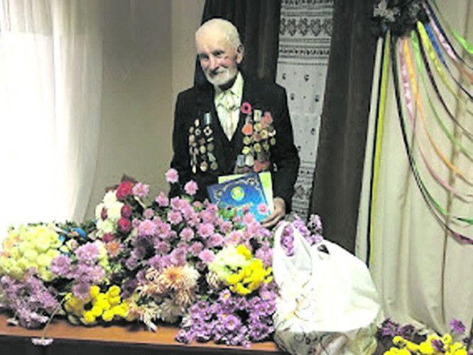 23 жовтня 2017 року Яків Потапович відсвяткував 95-літній ювілей.