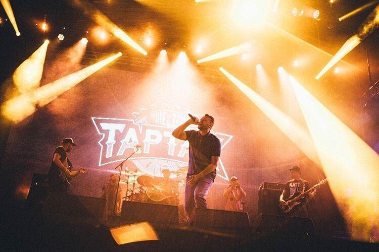 І без світла люди наспівували хіти  гурту «Тартак».