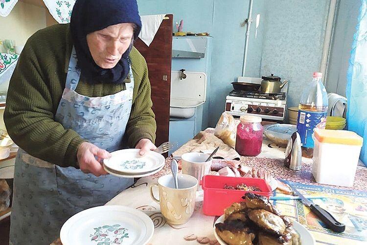 Найстаріша мешканка Зимнівської ТГ голодним нікого  не відпустить.