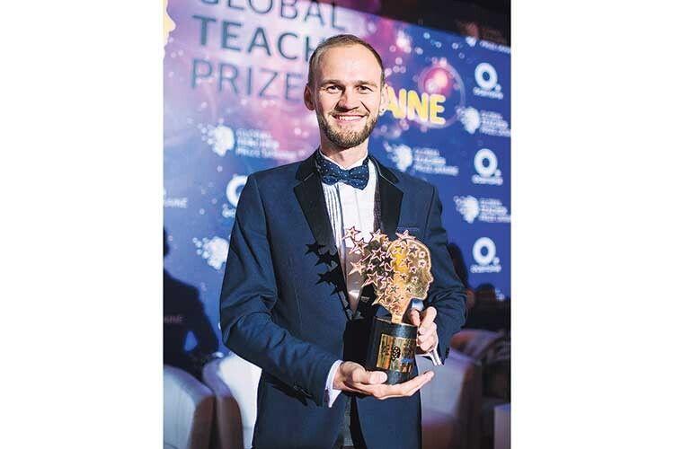 Після перемоги у престижному конкурсі та всеукраїнського визнання Олександр Жук хоче залишитися вчителем у своєму закладі: «Розумію, скільки я туди вклав, а це дуже багато, і мені хочеться там працювати».