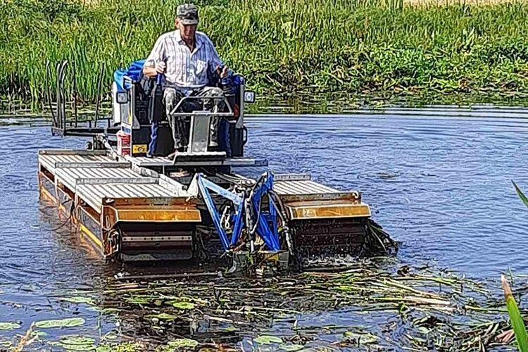 Святослав Краснодемський 10 років працює на машині-амфібії.