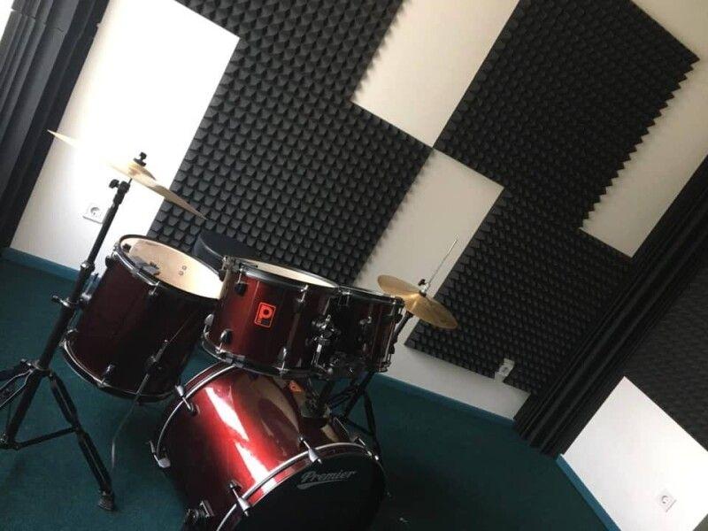 Кімната для барабанної терапії - діти від цього у захваті.