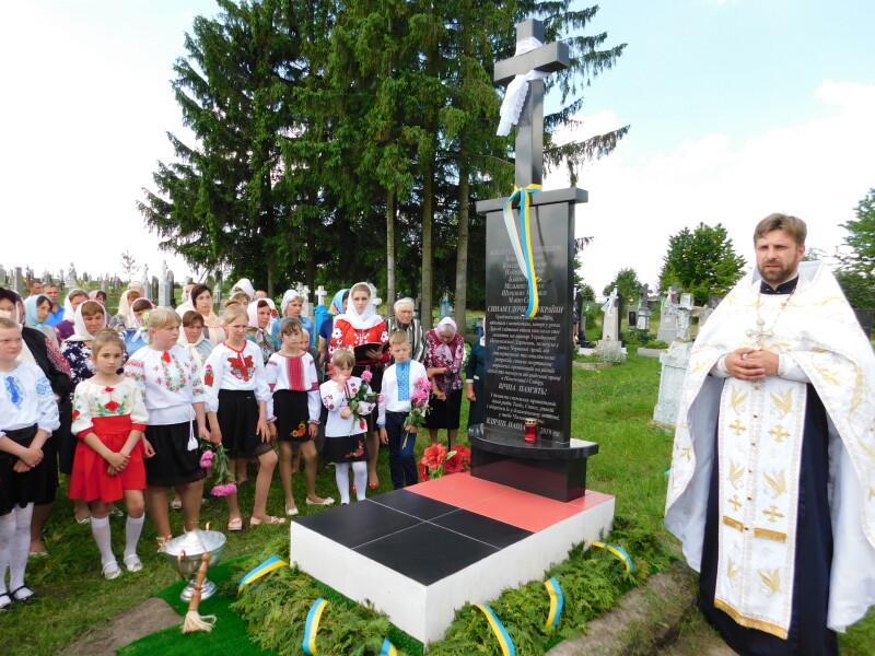 Обряд освячення здійснює настоятель Свято-Іовського храму о.Сергій .
