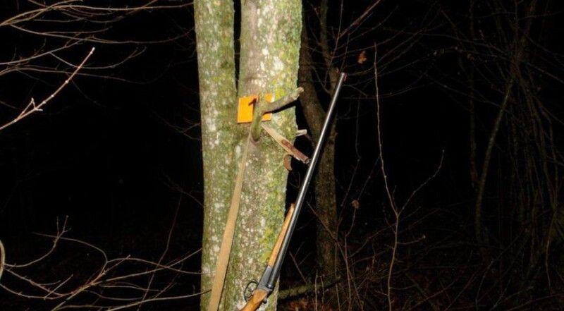 На місці події вилучили мисливську рушницю, гільзу калібру 16 міліметрів та інші речові докази.