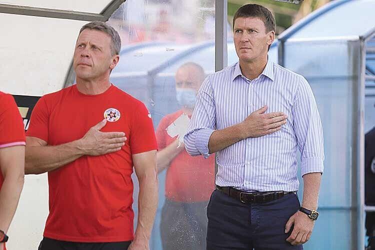 Ярослав Комзюк та Василь Сачко «Ще не вмерла...» затягували подумки, проте руку на грудях тримали  дуже натхненно.