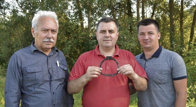 Учасники експедиції Олександр Остапюк, Олександр Згоранець  та Юрій Фініковський (зліва направо) задоволені результатами своїх пошуків.