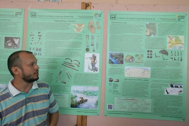 Антон Панікарський під час презентації розповів про історію дослідження Шанкового Яру та найвідоміші знахідки.