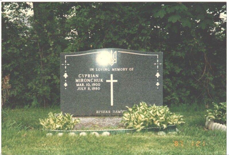 Надгробок на могилі Купріяна Мирончукав в Торонто.