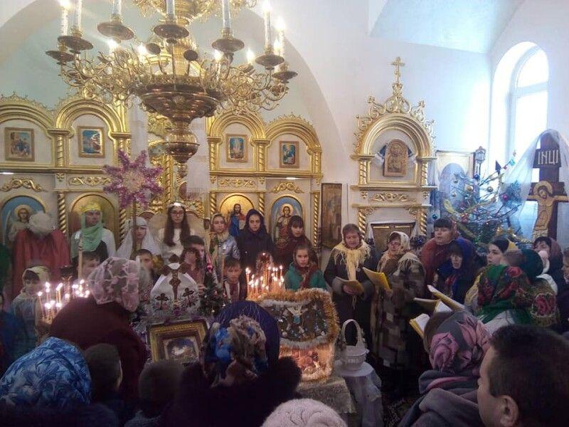 Святковий Вертеп завітав до храму Успіння Пресвятої Богородиці села Гайове.Фото з архіву Степана КОМАРИЦІ.