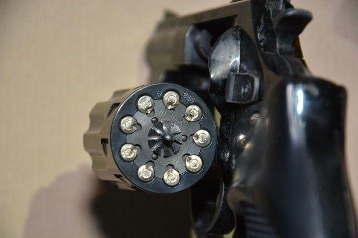 Револьвер Флобера з якого син зробив кілька пострілів у свою матір.