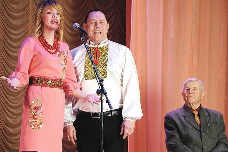 Вокальний гурт «Колорит» (керівник Ірина Корнелюк) з почуттям заспівав «Повертайся додому, солдате».