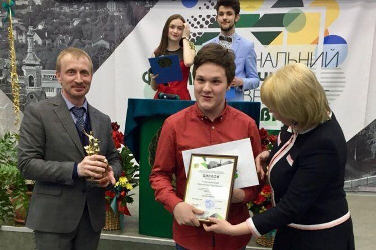 Ось він, диплом переможця Всеукраїнського конкурсу наукових робіт.