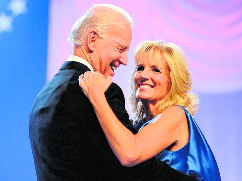 Кажуть, що Джилл не лише добре танцює, а й допомагає чоловікові підбирати кадри, зокрема, за її порадою віцепрезидентом США стала Камала Гарріс – перша жінка, а також перша афроамериканка на цій посаді.