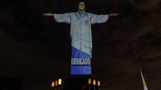 Статуя Ісуса має розмір 39,6 м заввишки (розмах рук 28 метрів), важить 1145 тонн, і знаходиться на вершині 710-метрової гори Корковаду в національному парку ліс Тіжука, в межах Ріо-де-Жанейро. Фото journalist.today.