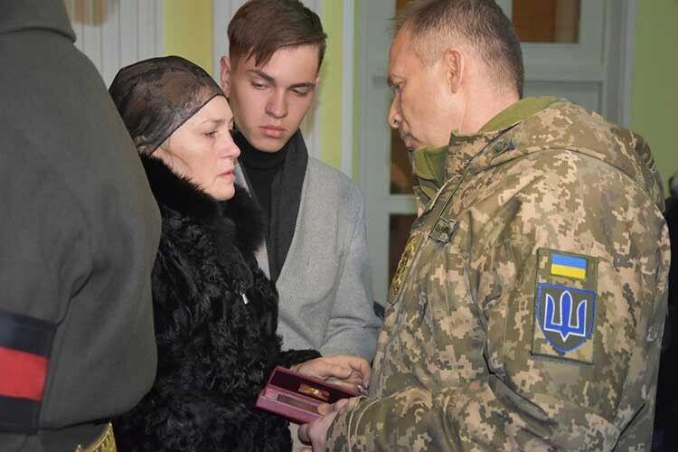 Дружина Євгена Оксана Коростельова врятувала чимало чужих життів,  а от найріднішого вберегти не змогла…