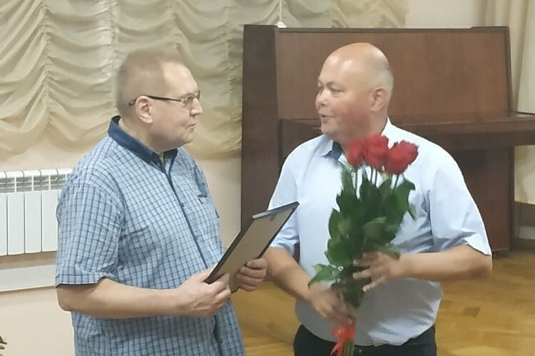 Валерій Дмитрук (праворуч) щиро подякував за роботу Ярославу Корнилюку.