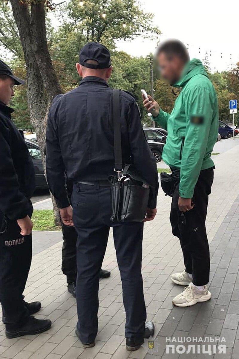 «Вішають мені 120 написів «Зєля х*йло», які з'явились по місту Чернігову».