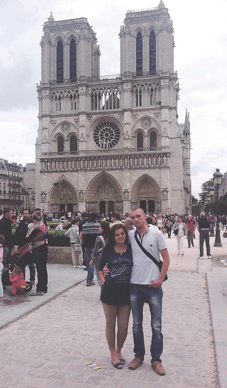У Парижі Анатолій і Катя, звичайно, прийшли  найперш до Собору Паризької Богоматері, про який стільки чули, читали.