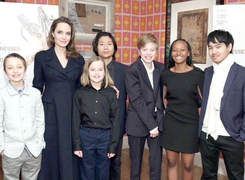Зі своїх 6 дітей Анджеліна Джолі і Бред Пітт трьох народили, а ще трьох – всиновили.