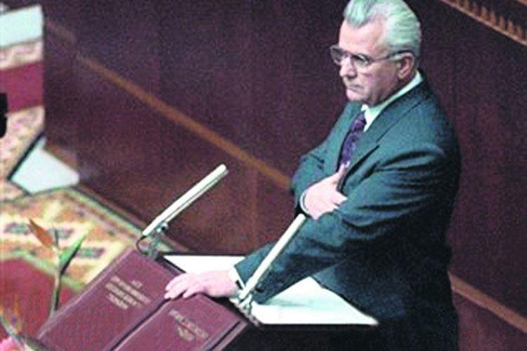 На пленарному засіданні Верховної Ради України 5 грудня 1991 року Президент Леонід Кравчук складає присягу.