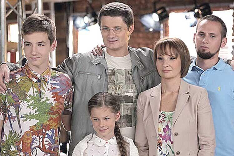 Запонад три десятиліття спільного життя уподружжя народилося троє дітей. Зараз сини Сергій іДанило працюють ізбатьком, донька Поліна —школярка.