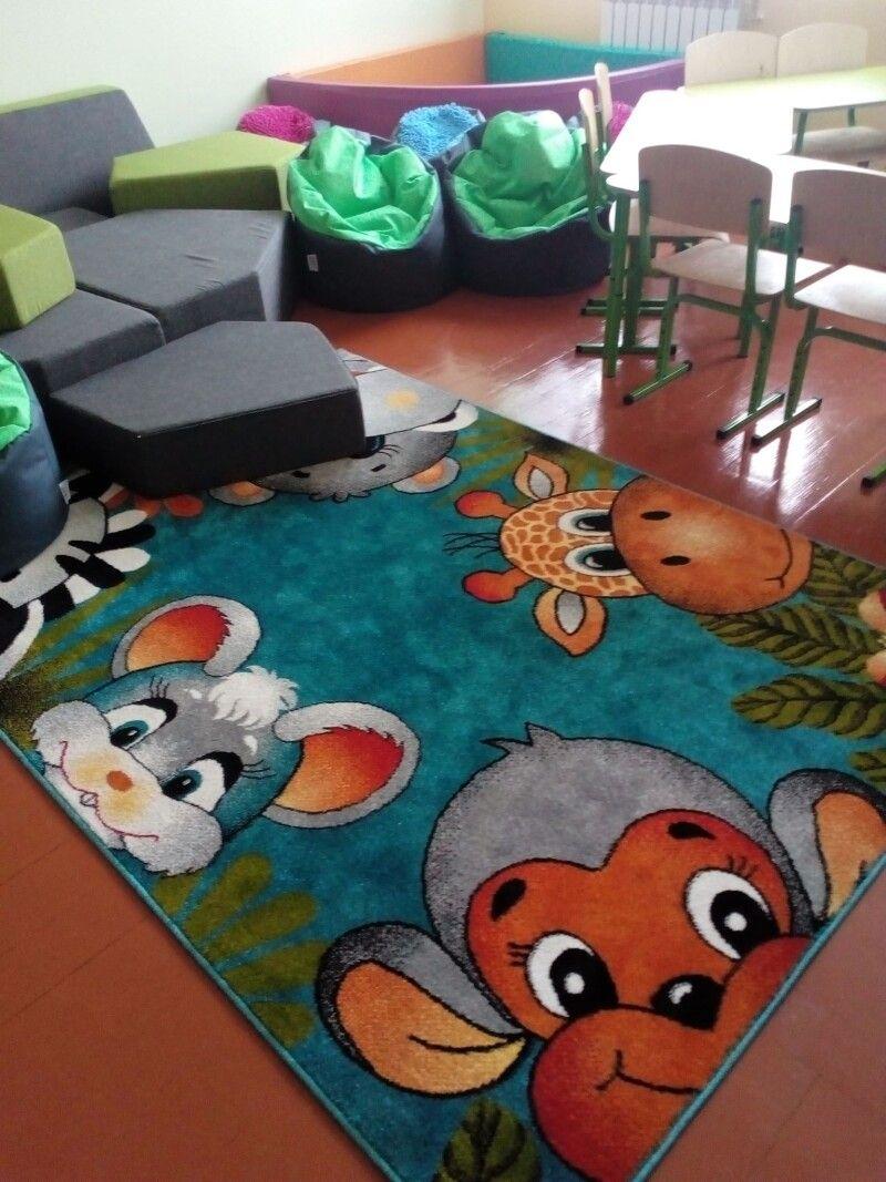 У кабінеті логопеда хочеться посидіти на веселому килимку.