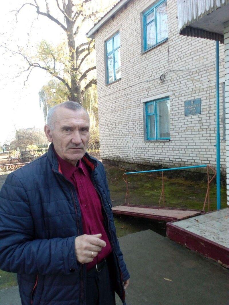 ВАсиль Луцюк сподівається, що школа в Квітневому квітнутиме.