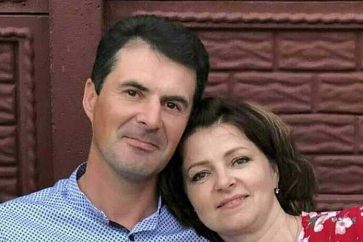 Ніби вчора це було – перша зустріч, побачення, весілля, а вже скоро 25 літ їхньому шлюбові.